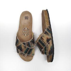Muk Luks slide sandals multicolor size 10(runs sm)